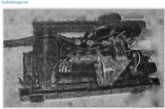 Место установки аккумулятора DT12012 в корпусе автомобильного компрессора