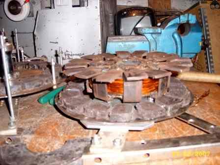 Катушка самодельного генератора с магнитопроводами