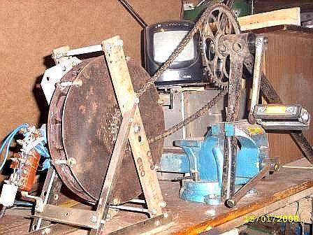 Переносной телевизор работает от самодельного генератора