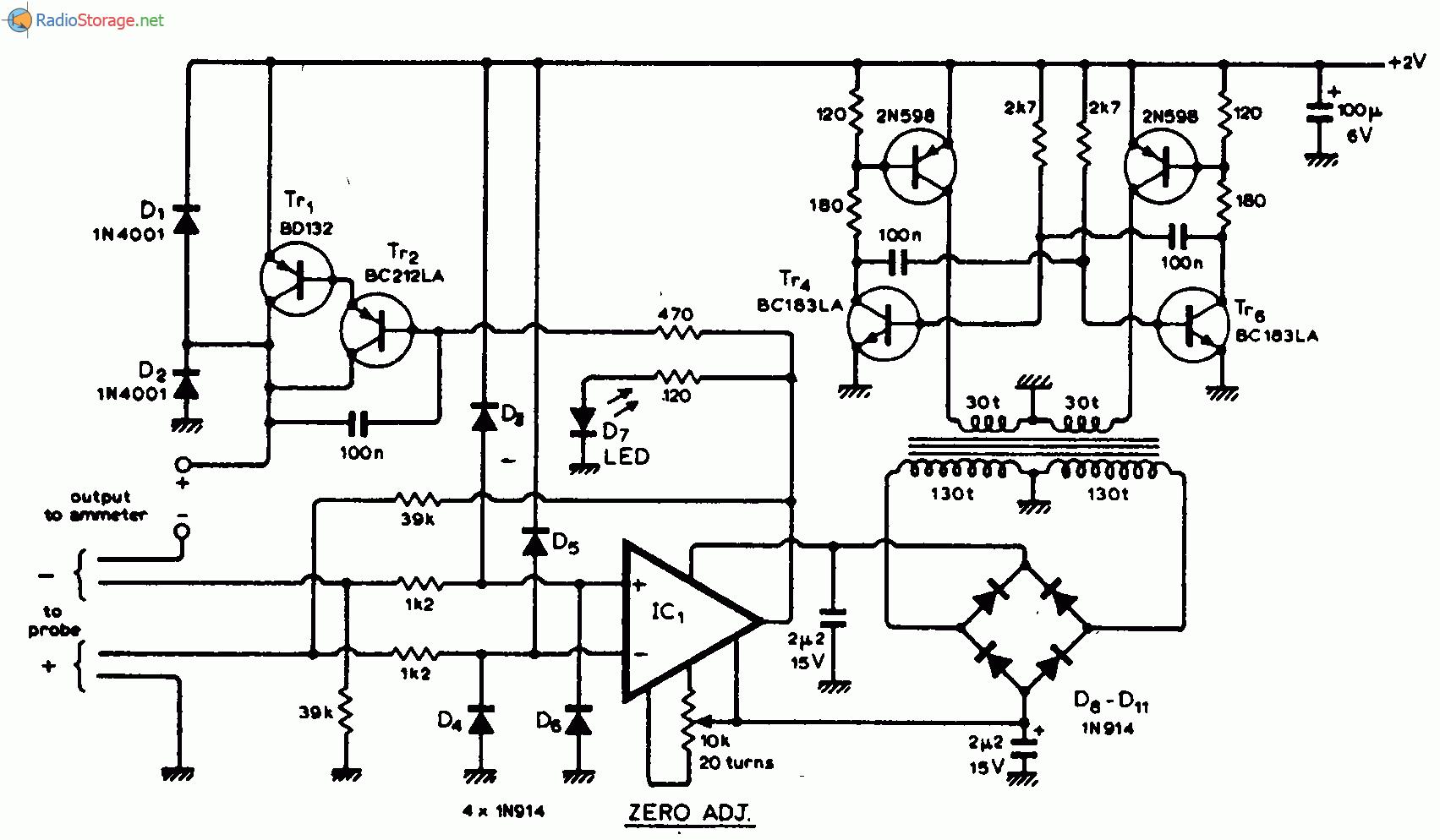У пробника амперметра имеется 4 выступающих провода, которыми касаются измеряемой токопроводящей дорожки.