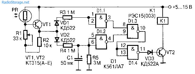 Когда чувствительная поверхность фоторезистора освещена -транзистор ѴТ1 открыт и сигнал высокого уровня через...